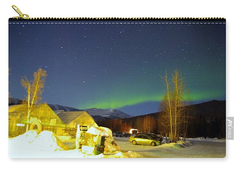Alaska Aurora Borealis Carry-all Pouch featuring the photograph Green Lady Dancing 34 by Phyllis Spoor