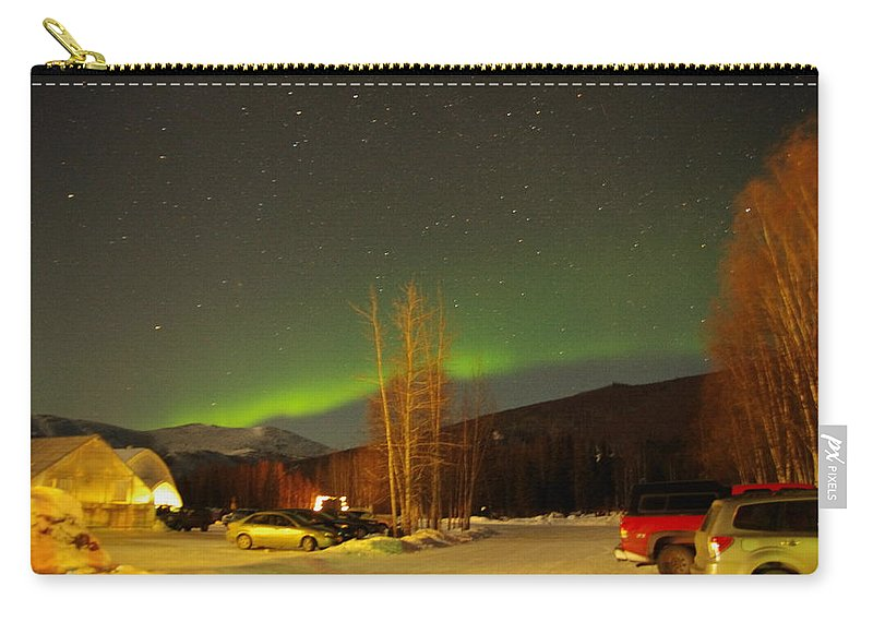Alaska Aurora Borealis Carry-all Pouch featuring the photograph Green Lady Dancing 36 by Phyllis Spoor