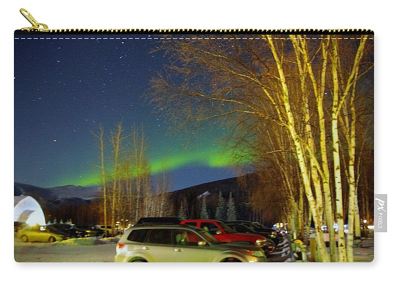Alaska Aurora Borealis Carry-all Pouch featuring the photograph Green Lady Dancing 37 by Phyllis Spoor