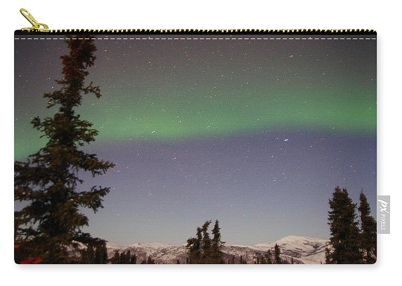 Alaska Aurora Borealis Carry-all Pouch featuring the photograph Green Lady Dancing 46 by Phyllis Spoor