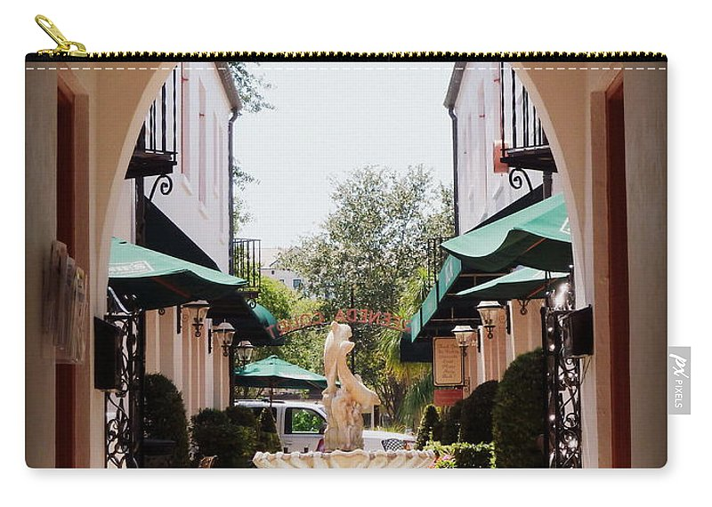 Winter Park Carry-all Pouch featuring the photograph Greeneda Court 2 by Valerie Reeves