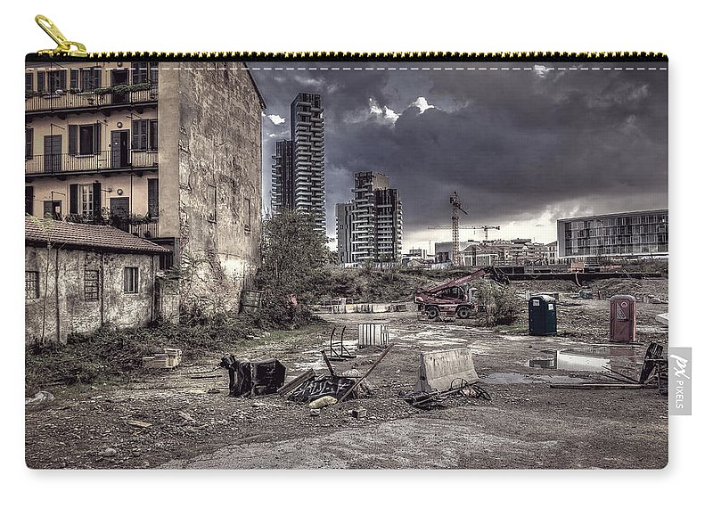 Cityscape Carry-all Pouch featuring the photograph Grunge Cityscape by Roberto Pagani