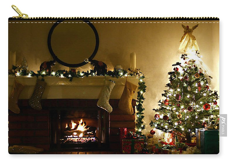 Home For The Holidays Carry-all Pouch featuring the photograph Home For The Holidays by Ellen Henneke