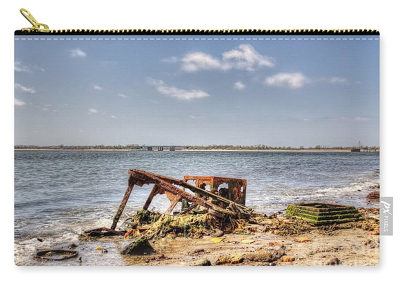 Washed Ashore Carry-all Pouch featuring the photograph Horizon by Rick Kuperberg Sr