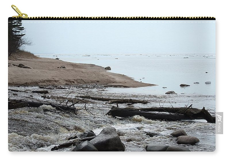 Great Lakes Carry-all Pouch featuring the photograph Into Lake Superior by Linda Kerkau