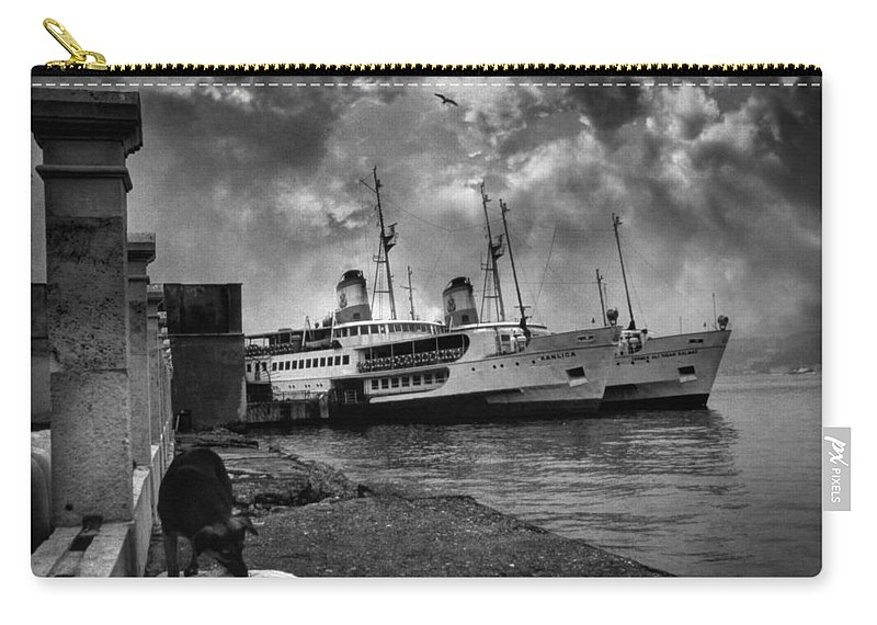 Seascape Carry-all Pouch featuring the photograph Kanlica by Zapista