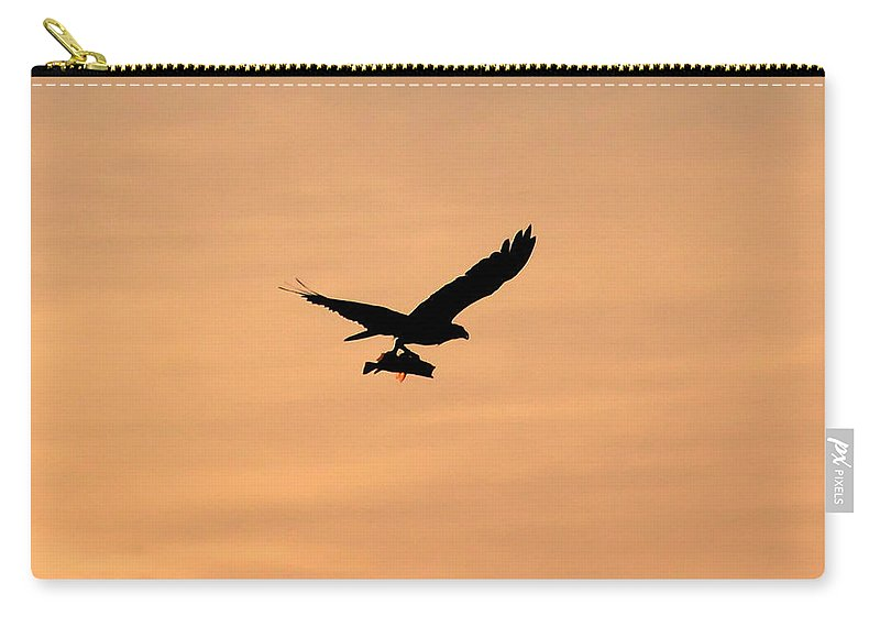 Osprey Carry-all Pouch featuring the photograph Last Catch Of The Day by David Lee Thompson