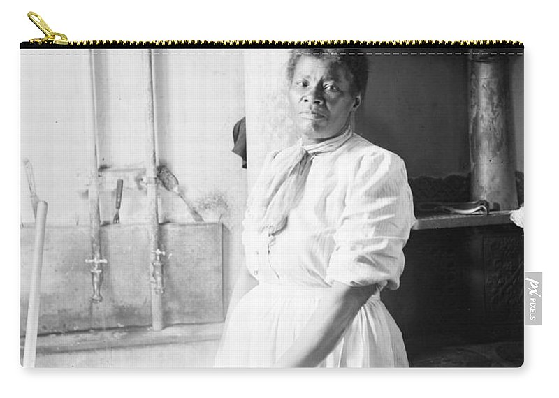 1918 Carry-all Pouch featuring the photograph Laundress, C1918 by Granger