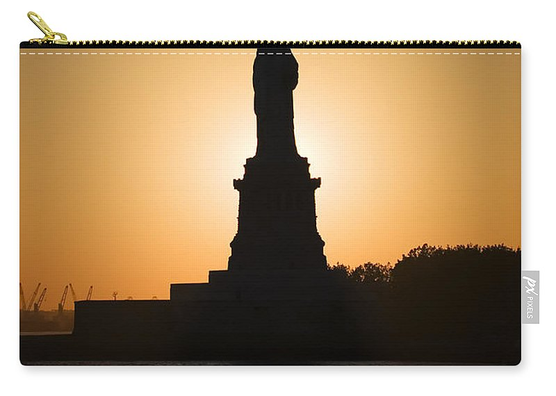 Statue Of Liberty Carry-all Pouch featuring the photograph Liberty Sunset by Dave Bowman