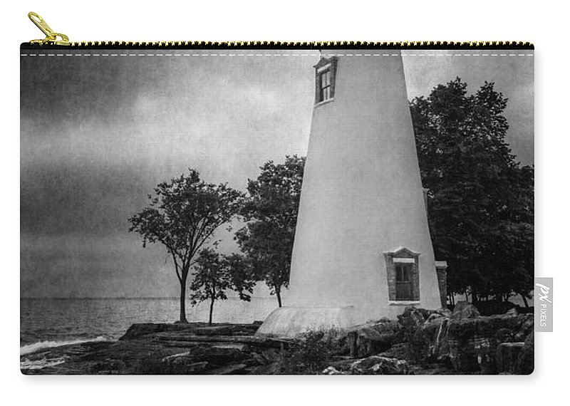 Marblehead Lighthouse Carry-all Pouch featuring the photograph Lighthouse At Marblehead by Dale Kincaid