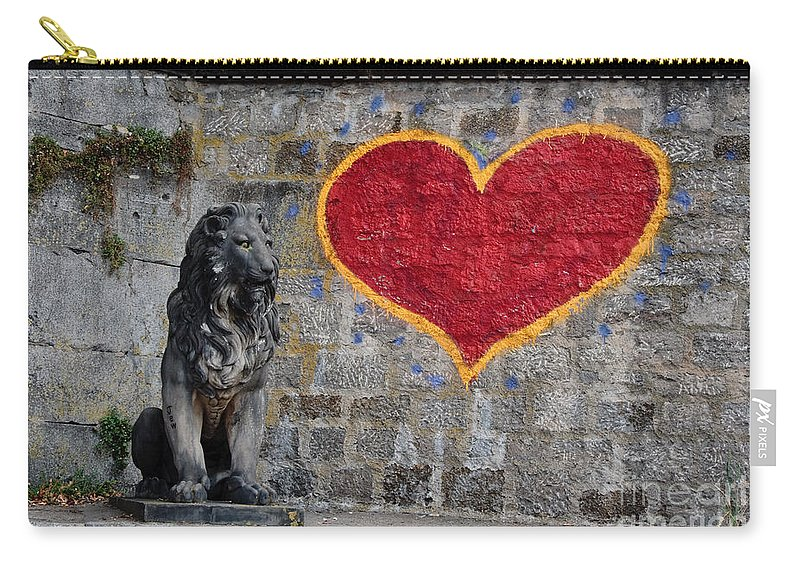 Statue Carry-all Pouch featuring the photograph Lionheart by Thomas Marchessault