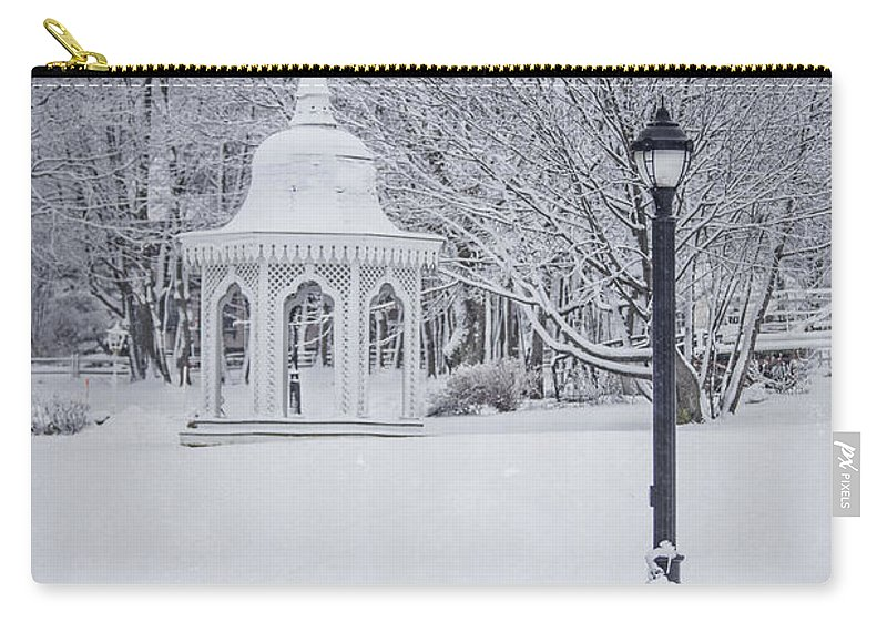 Bar Harbor Carry-all Pouch featuring the photograph Love Through The Winter by Evelina Kremsdorf