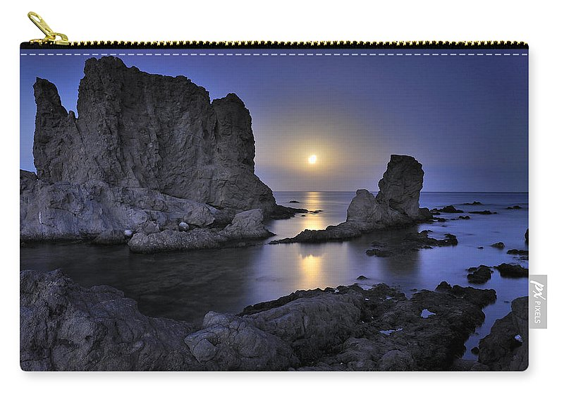 Seascape Carry-all Pouch featuring the photograph Moon by Guido Montanes Castillo
