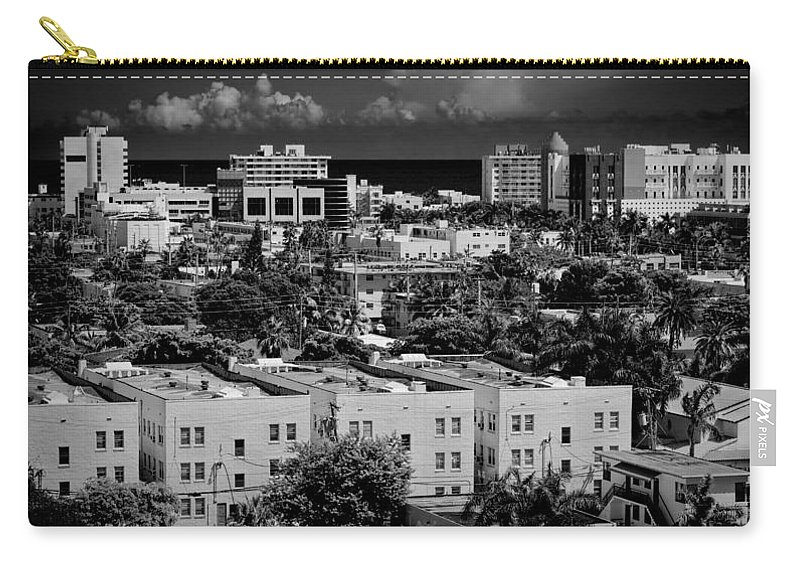 Miami Carry-all Pouch featuring the photograph Miami Beach - 0156bw by Rudy Umans