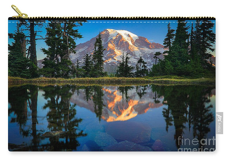 America Carry-all Pouch featuring the photograph Mount Rainier From Tatoosh Range by Inge Johnsson