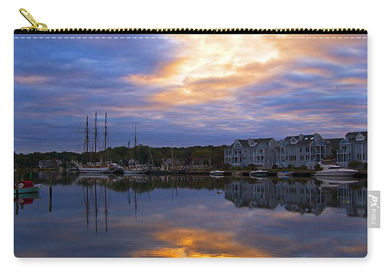 Mystic Carry-all Pouch featuring the photograph Mystic Rush Hour by Joe Geraci