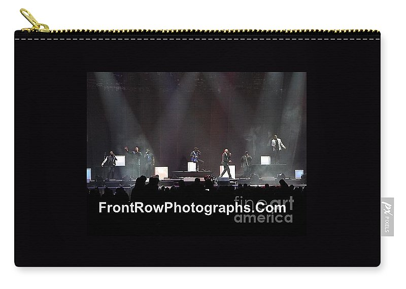A Cappella Carry-all Pouch featuring the photograph Naturally 7 by Concert Photos