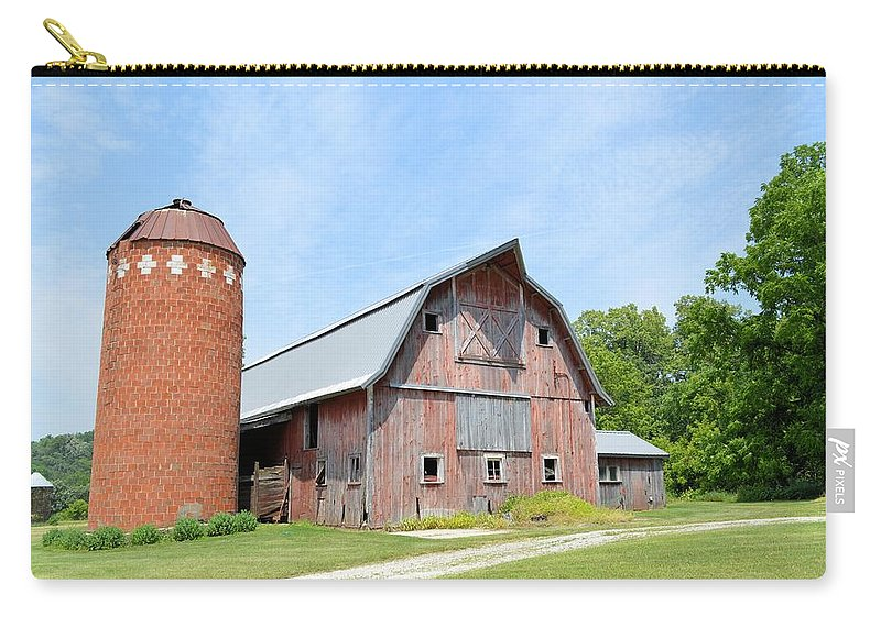 Barn Carry-all Pouch featuring the photograph Old Barn 8008 by Bonfire Photography
