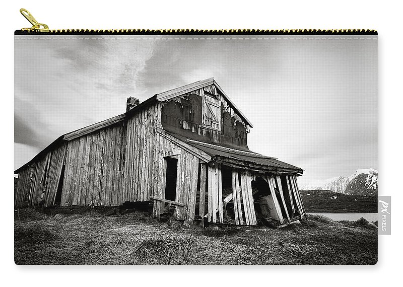 Barn Carry-all Pouch featuring the photograph Old Barn by Dave Bowman