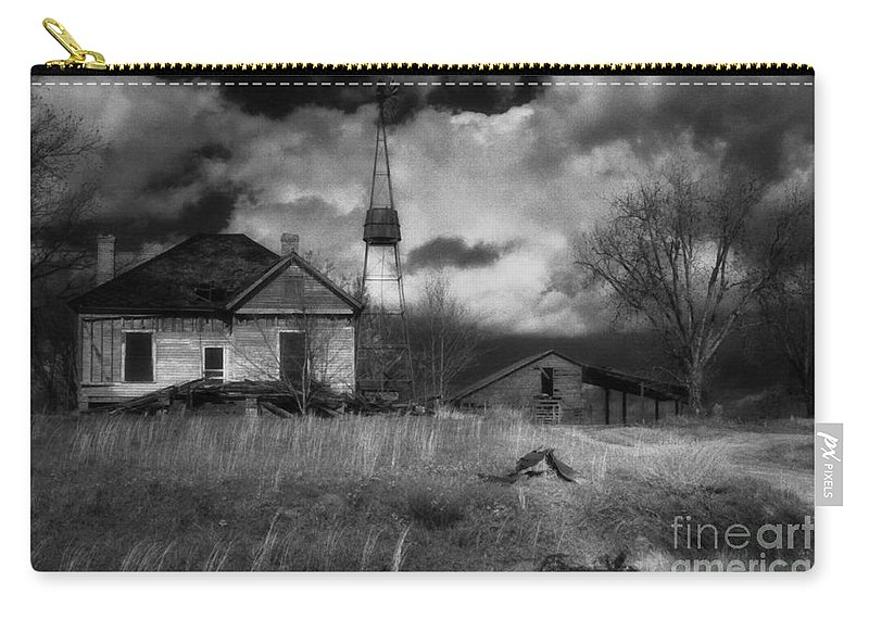 Farms Carry-all Pouch featuring the photograph Old Georgia Farm by Richard Rizzo