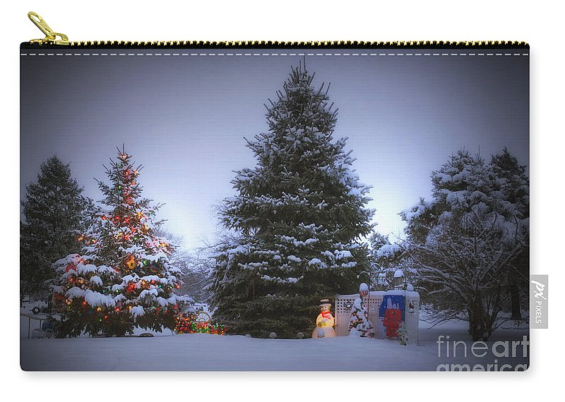 Tree Carry-all Pouch featuring the photograph Outdoor Christmas Tree by Thomas Woolworth