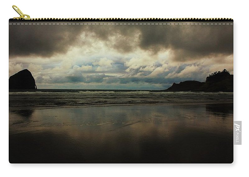 Oregon Carry-all Pouch featuring the photograph Overcast by Benjamin Yeager