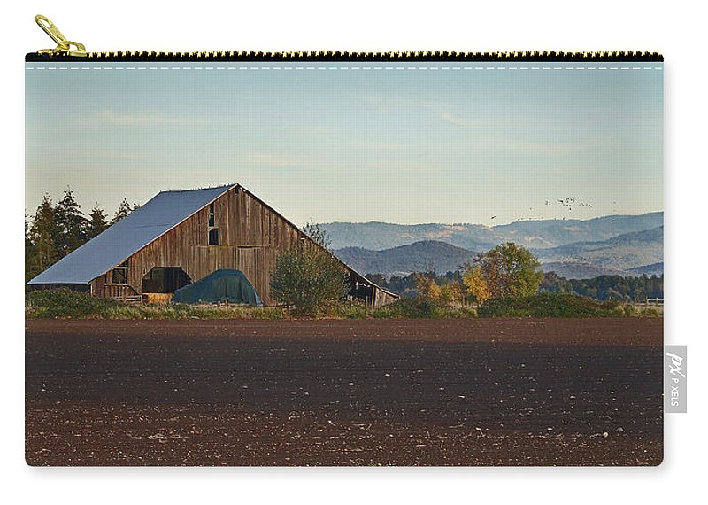 Rogue Valley Carry-all Pouch featuring the photograph Rogue Valley Barn In Late Afternoon by Mick Anderson