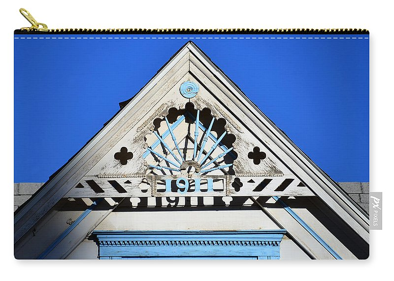 Architecture Carry-all Pouch featuring the photograph Roof Top 1911 by David Lee Thompson