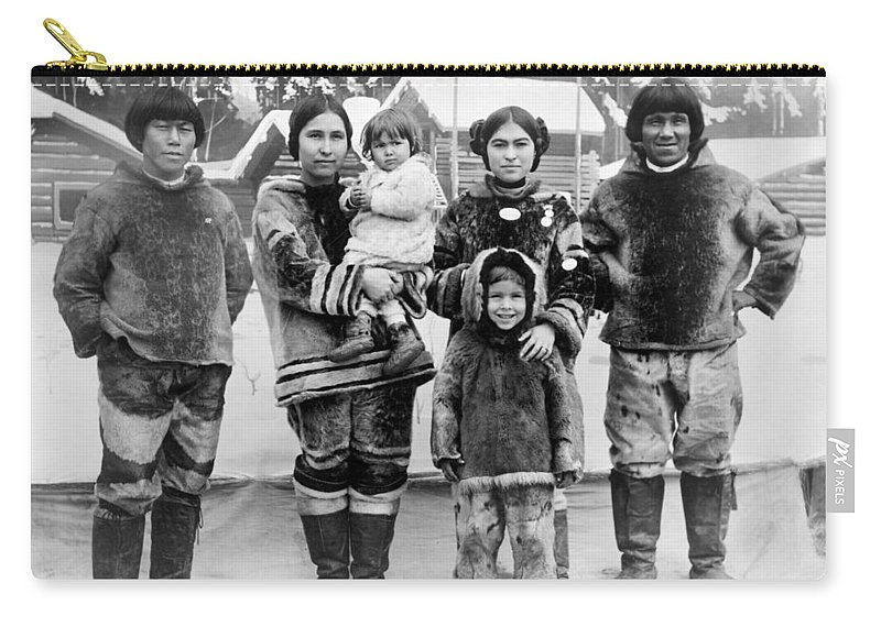 1909 Carry-all Pouch featuring the photograph Seattle Eskimo Family by Granger