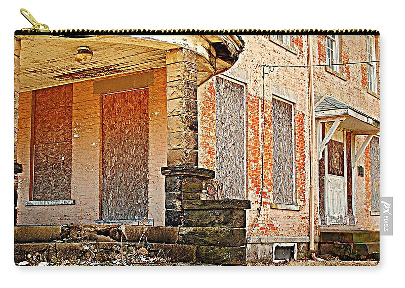 House Carry-all Pouch featuring the photograph Seen Better Days by Frozen in Time Fine Art Photography