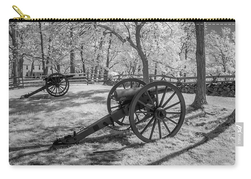 American Civil War Carry-all Pouch featuring the photograph Seminary Ridge 8d00034i by Guy Whiteley