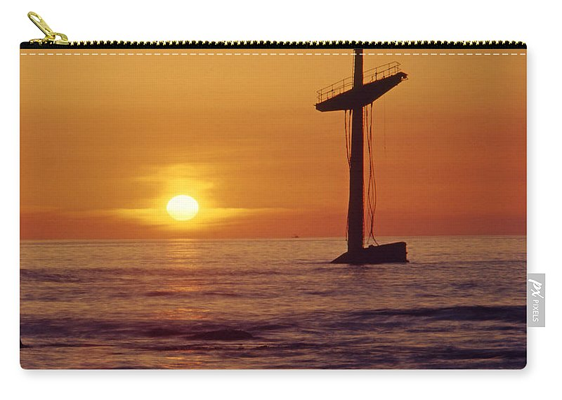 Shipwreck Carry-all Pouch featuring the photograph 1a4145-a1-e-shipwreck In The Bay by Ed Cooper Photography