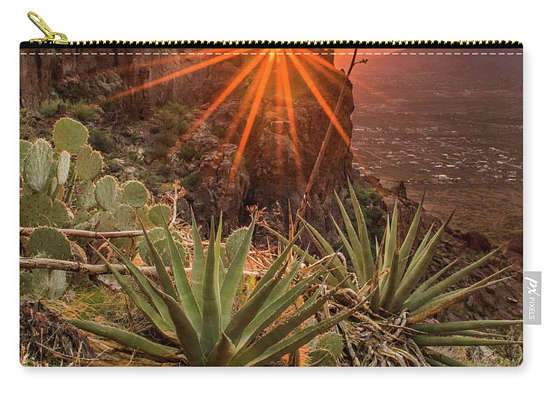 Tranquility Carry-all Pouch featuring the photograph Siphon Draw Magic by J.t