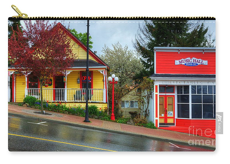 Ladysmith Carry-all Pouch featuring the photograph Steep Street Ladysmith by Bob Christopher