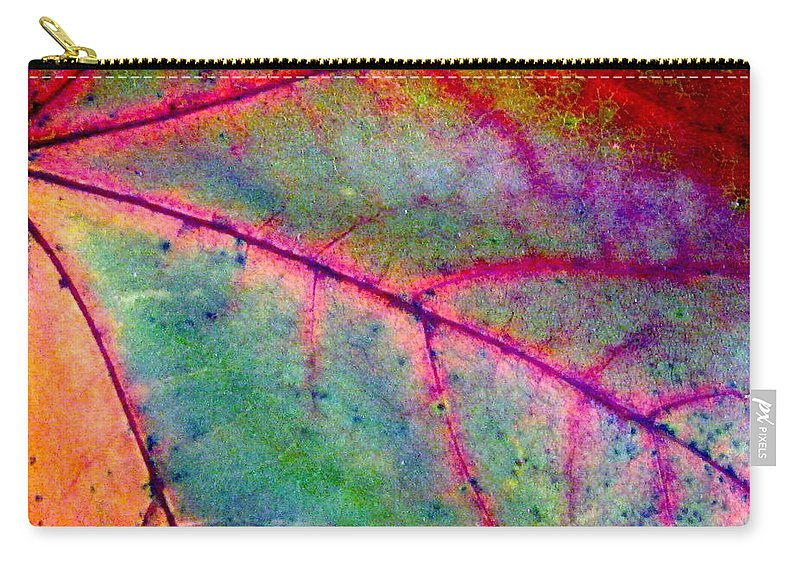 Leaf Carry-all Pouch featuring the photograph Study Of A Leaf by Rhonda Barrett
