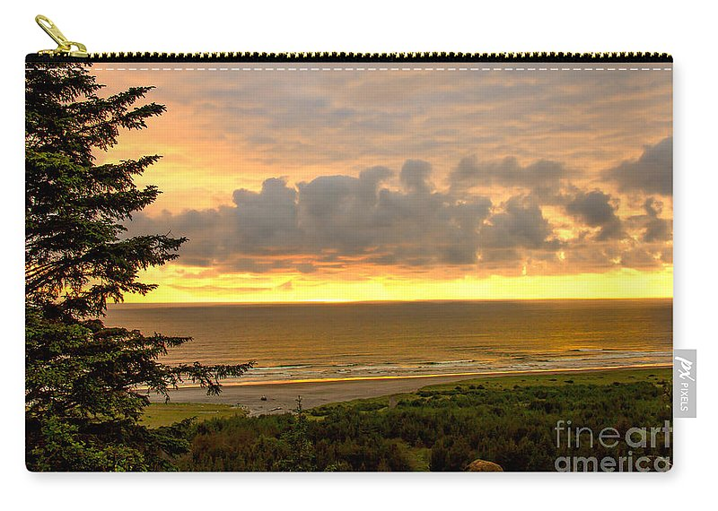 Sunset Carry-all Pouch featuring the photograph Sunset Over The Pacific Ocean by Robert Bales