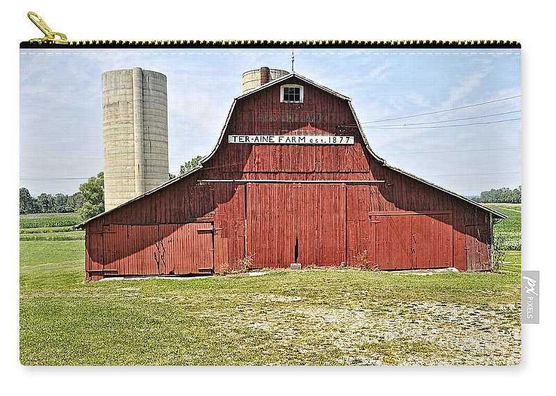 Barn Carry-all Pouch featuring the photograph Ter-aine Farm by David Arment