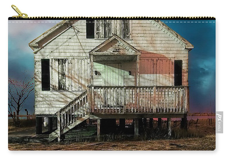 Cottage Carry-all Pouch featuring the photograph The Cottage by Rick Kuperberg Sr