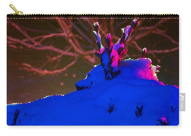 Christmas Lights Carry-all Pouch featuring the photograph The Leaf Crown by Mark Dodd