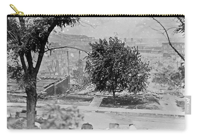 1921 Carry-all Pouch featuring the photograph Tulsa Race Riot, 1921 by Granger