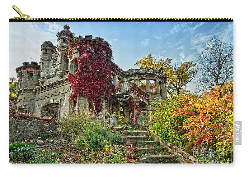 Pollepel Island Carry-all Pouch featuring the photograph Vine Covered by Claudia Kuhn