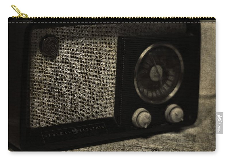 Vintage Ge Radio Carry-all Pouch featuring the photograph Vintage Ge Radio by Dan Sproul