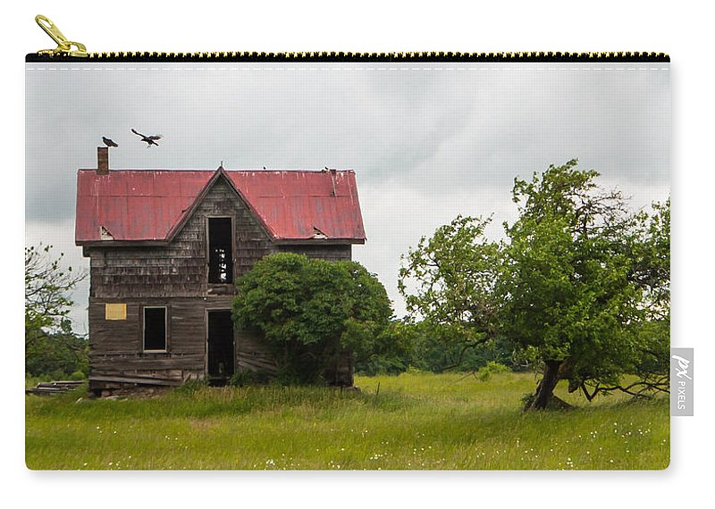 Landscape Carry-all Pouch featuring the photograph Vultures On A Farmhouse by Richard Kitchen