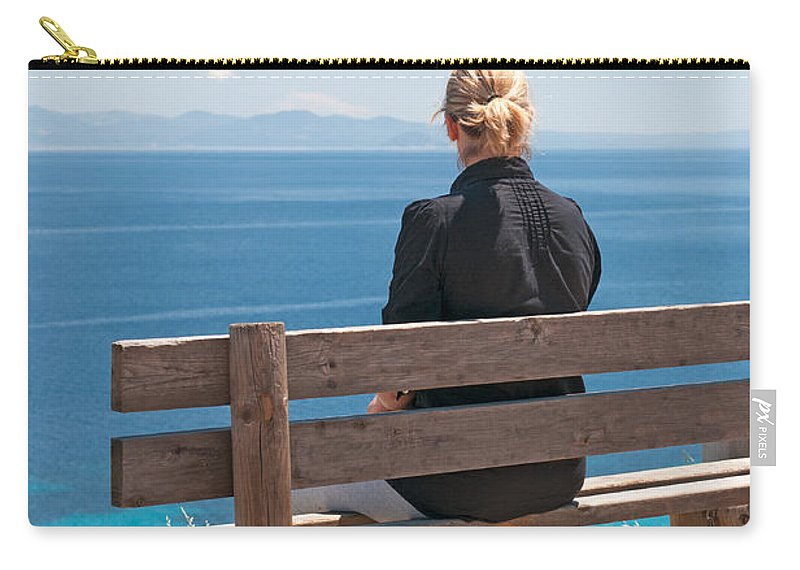 Adult Carry-all Pouch featuring the photograph Looking by Roy Pedersen