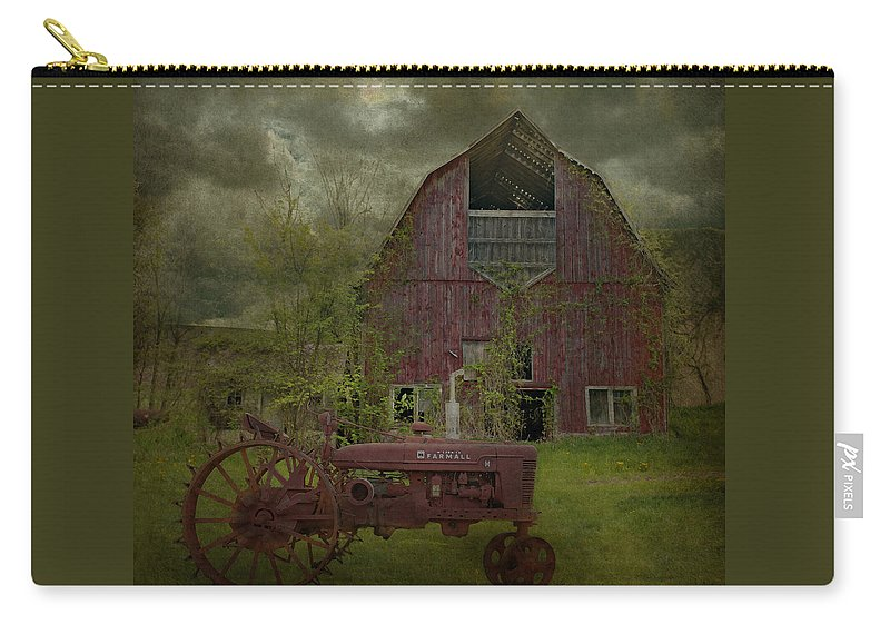 Wisconsin Carry-all Pouch featuring the photograph Wisconsin Barn 3 by Jeff Burgess