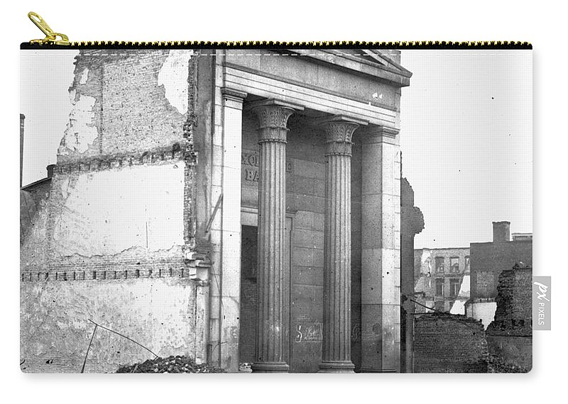 1865 Carry-all Pouch featuring the photograph Civil War: Fall Of Richmond by Granger