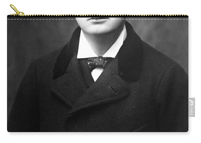 1902 Carry-all Pouch featuring the photograph Winston Churchill by Granger