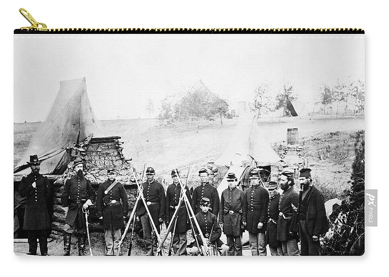 1860s Carry-all Pouch featuring the photograph Civil War: Soldiers by Granger