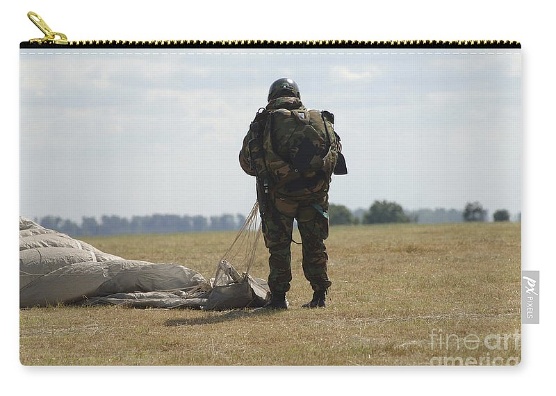 British Army Carry-all Pouch featuring the photograph A Member Of The Pathfinder Platoon by Andrew Chittock