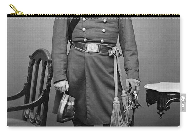 1862 Carry-all Pouch featuring the photograph Civil War: Union Soldier by Granger